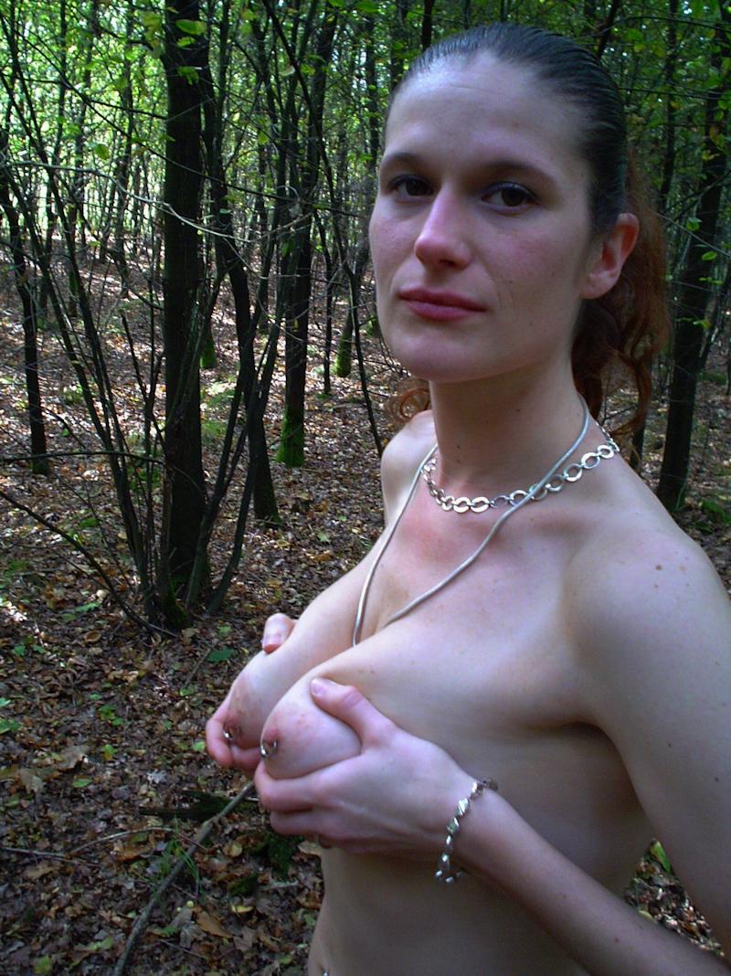 Femme célibataire recherche une aventure sans prise de tête avec un homme